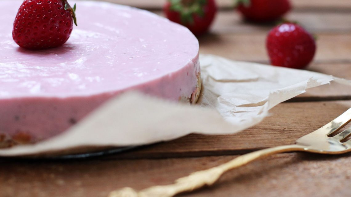 No Bake Strawberry Cheesecake Kuchen zuckerfrei gesund Foodrevers