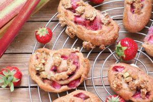 Erdbeer Rhabarber Schnecken zuckerfrei gesund Clean Eating Foodrevers Thermomix