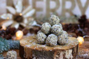 Weihnachtskugeln Energyballs zuckerfrei gesund Clean Eating Foodrevers Schneebälle
