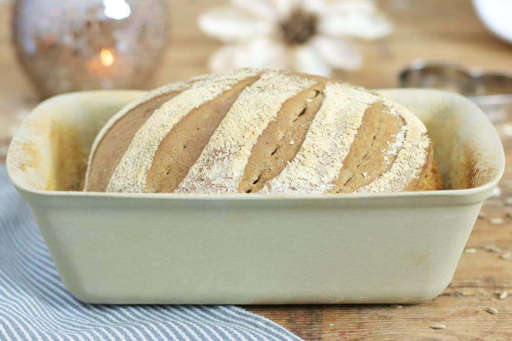 Dinkel Buttermilch Brot aus dem Zauberkasten Plus Steinofenbrot