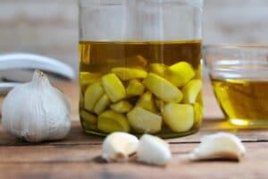 Knoblauch aufbewahren Knoblauchöl Pampered Chef Thermomix Foodrevers