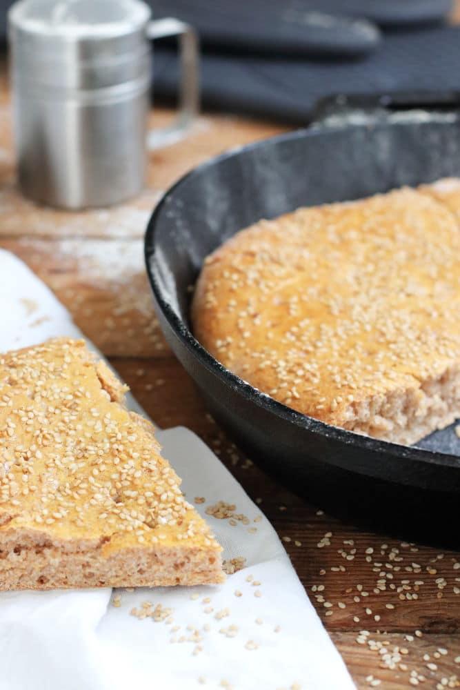 Vollkorn-Fladenbrot selber backen mit Gusseisen Pampered Chef Clean Eating und Thermomix